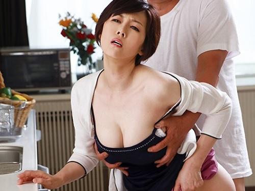 【変態・人妻熟女】「もっと!もっとぉ!」異常性欲のムチムチ巨乳おっぱいおばさんが旦那に隠れて昼間からペニバンでM男凌辱!