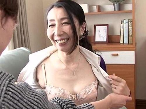 【五十路・人妻熟女】「おばさんがしてあげるわ♡」上品で優しいムチムチ巨乳おっぱい母と息子が交尾しちゃう!【近親相姦】