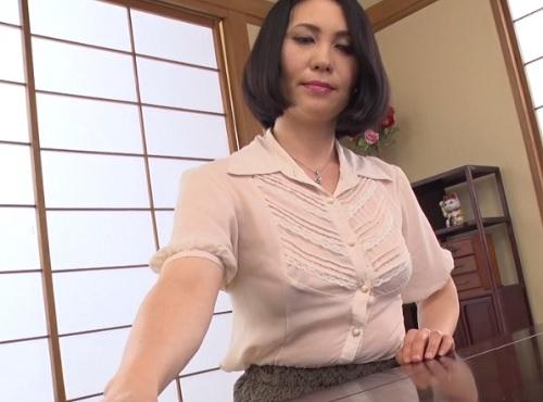 【四十路・人妻熟女】「あら、どうしたの?♡」ノーブラ派のスレンダー巨乳おっぱい母にお願いしてセックスさせてもらうww