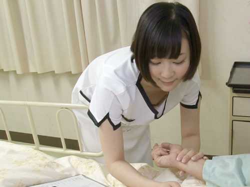 【胸チラ看護師xレイプ】「脈とりますねぇ♡」胸チラに気づかず一生懸命働く巨乳おっぱいの看護師お姉さんにたまらず強姦!