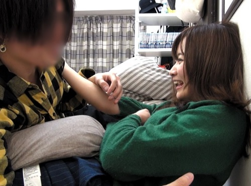 素人ナンパ「友達なんやから、ダメやってぇ♡」関西弁彼氏持ち美少女を口説いて挿入!入れたら普通に話しながらSEXがエロいw