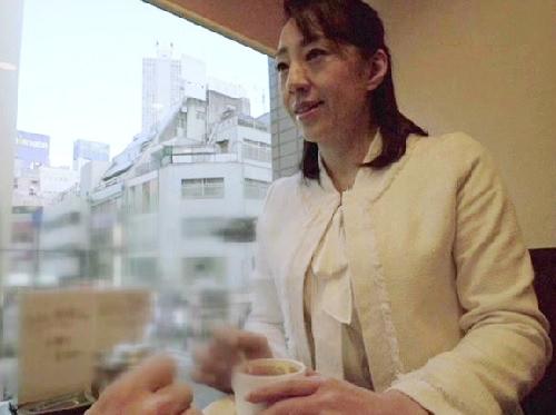 【エロ過ぎ注意x熟女ナンパ】「お尻?いいわよ♡」アナルセックス慣れしてる巨乳おっぱい人妻おばさんの肛門にザーメンを注ぐwww