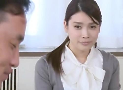 《人妻熟女NTR》「私…耐えます…」借金の為に貸し出されるスレンダー巨乳おっぱい美人おばさんが膣内射精され感じてしまう!