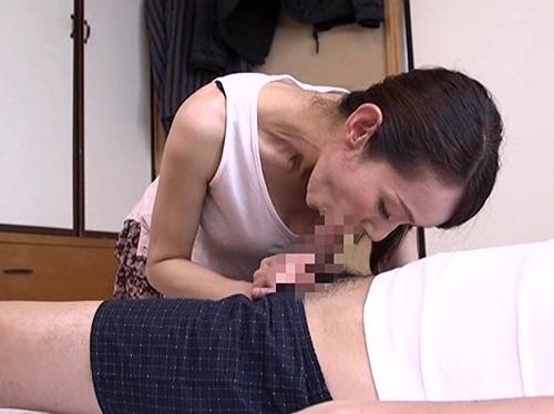 【五十路・人妻熟女】「お願い、ザーメンほしいの♡んん♡」絶倫なガリ巨乳おっぱいスレンダーおばさんが息子チンポに快楽堕ち!