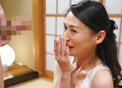 【五十路・人妻熟女】「やだ♡すごく立派ね♡」スレンダー巨乳おっぱいなお上品な社長夫人おばさんが初撮りでSEXを楽しむw