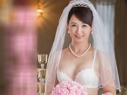 【五十路・人妻熟女】「もっと♡もっとほしいのっ♡」息子の友人と結婚したスレンダー巨乳おっぱいおばさんの膣内射精セックス!