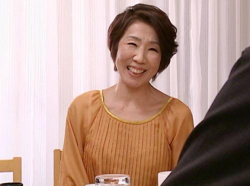 【六十路・人妻熟女】「私、性欲凄くて・・・♡」スレンダー巨乳おっぱいの還暦おばさんが月に一度性欲爆発!孫と近親相姦!