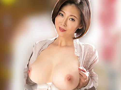 【四十路・人妻熟女】「早くしゃぶらせて♡」巨乳おっぱいムチムチおばさんが若いチンポを玄関で即尺!不倫SEXでアクメする!