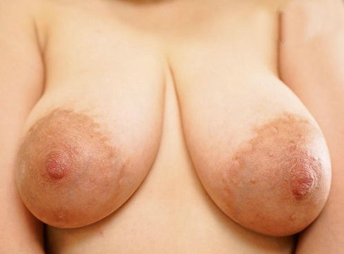 【四十路・人妻熟女】「色んなHがしたいの♡」卑猥デカ乳輪・巨乳おっぱいのムチムチおばさんが3Pセックスでアクメするww