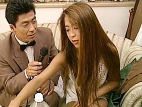 【伝説のAV女優・飯島愛】「だめぇ♡いくぅぅ♡」スレンダー巨乳おっぱいの黒ギャルお姉さんのJKコスプレSEXがエロい!