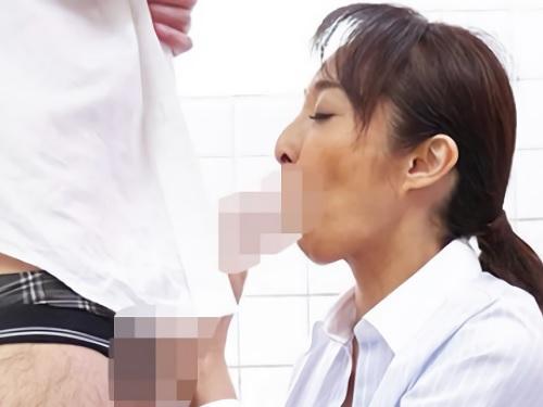 【五十路・人妻熟女】「うふふ♡おばさんでこんなに…♡」トイレで教え子とSEXするスレンダー巨乳おっぱい美魔女な女教師!