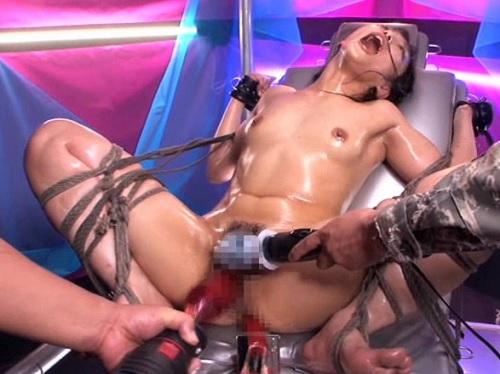 《女戦士x凌辱》「やめろぉぉぉ!!」盗賊団の罠にハマり犯される美女!電マの先端を全部突っ込まれ快楽拷問で痙攣絶叫アクメ!