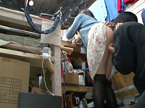 【バイト娘レイプ】「いやっ!いやぁぁ!」古着屋で働く巨乳おっぱい美少女を勤務中にイタズラし、バレないように膣内射精SEX!