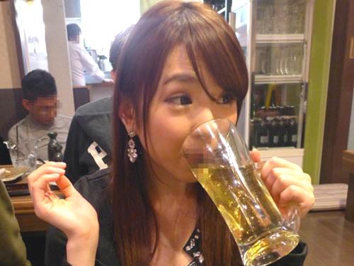 《店内フェラ》「トイレでしてあげる♡」痴女お姉さんが泥酔して便所でフェラ抜きしたり飲み屋で3Pしちゃうヤバイやつ動画