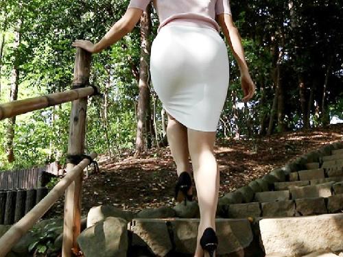 【腐女子xハメ撮り】「いっぱいして下さい♡」濃厚フェラが凄い!タイトスカート美脚・巨乳おっぱいヲタクお姉さんとヤル!