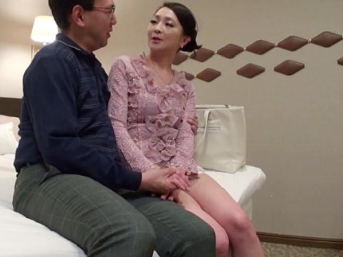 【美熟女デリヘル嬢】「時間一杯しましょ♡」スレンダー美乳おっぱいの美魔女おばさん!オイル素股で発情したアソコに膣内射精!