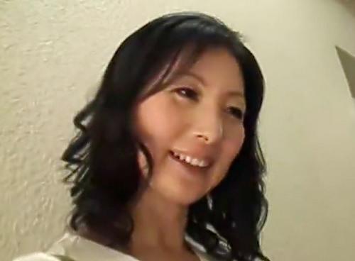 《美熟女人妻x素人男性》「どんな殿方かしら…ドキドキ♡」スレンダー美乳おっぱいおばさんが息子くらいの年の男とガチエッチw