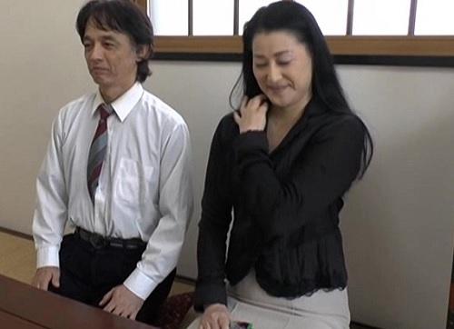 【五十路・人妻熟女】「新しい快感が欲しくて…♡」夫婦生活が物足りないスレンダー美乳おっぱいばさんが刺激を求めてAV出演!