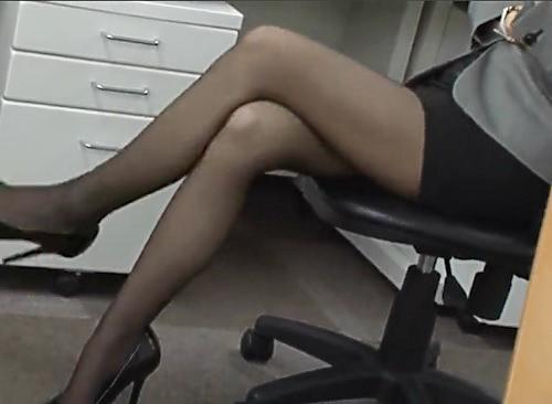 【美脚OL】「あっ♡ちょっ♡ダメよっ♡」スレンダーで黒パンストお姉さんのお尻や脚にこすりつけ、着衣セックス!めちゃ抜けるw