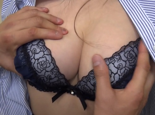 筆おろし企画「はい、触って♡」スレンダー美人の巨乳おっぱい女上司に童貞を大人にする手伝いお願いし膣内射精SEXしちゃうw