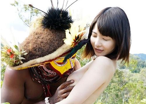 【黒人xロリ美人】「あん♡凄いおっきぃ♡」スレンダー美乳おっぱいお姉さんが原住民とマットプレイして膣内射精されるww