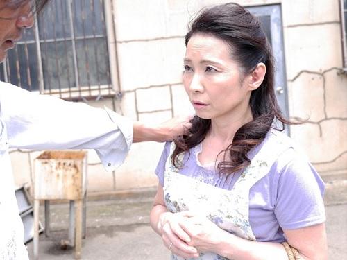 【五十路・人妻熟女】「いや!やめてぇぇ!」下町工場の経営者婦人が無理やり犯される!ムチムチ巨乳おっぱいボディがまわされる!