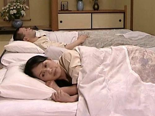 【ヘンリー・塚本】「あなた、ドキドキするわね…」スレンダー美乳おっぱい人妻熟女おばさんがスワッピングでアクメする!