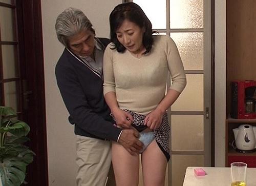 【人妻熟女NTR】「あん♡ずっと濡れてて準備できてますよ♡」淡白な旦那じゃもの足りず、義父とする巨乳おっぱいおばさん!