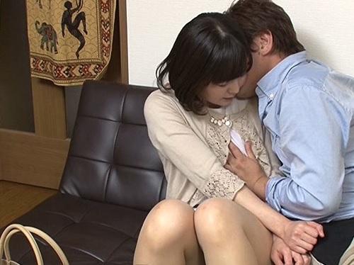 【熟女ナンパ】「いいよ♡しよっか…♡」終電なくて困ってるスレンダーな素人人妻を連れ込んで濃厚イチャラブセックスw|盗撮