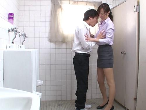 【美熟女教師】「こんな所で…興奮するわね♡」スレンダー巨乳おっぱい人妻おばさん先生がトイレや職員室で性処理ペットになる
