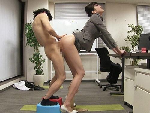 【超長身スーツ女社長】「くっ♡チンポだけは大きいのねっ!」美脚エロ過ぎなパワハラ社長が部下のチンポにパコされ絶叫アクメ!