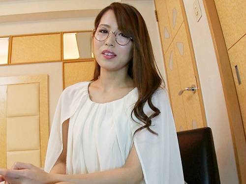 【三十路・バツイチ熟女】「離婚してからSEXしてないです…♡」スレンダー巨乳おっぱいおばさんが欲求不満で肉棒に夢中になる!