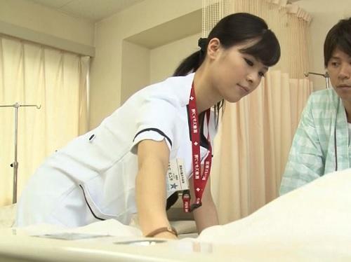 【胸チラ看護師xレ●プ】「お大事にぃ♡」胸チラに気づかず一生懸命働く美乳おっぱいの看護師お姉さんにたまらず襲いかかるw