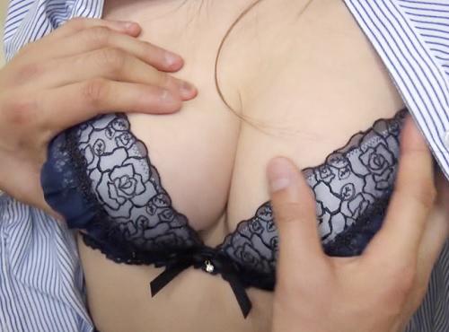 筆おろし企画「私の胸で興奮するの?♡」スタイル抜群で美人の巨乳おっぱい女先輩にDTを大人にする手伝いお願いし膣内射精w