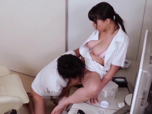 【熟女ナース】「お、お詫びだから…♡」精子採取を邪魔したお詫びにムチムチ巨乳おっぱいおばさんナースのマンコ使わせてもらうw