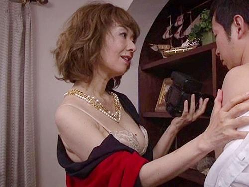 【元・芸能人おばさん】「いいわっ♡抱いてっ♡」スレンダー貧乳おっぱい熟女モデルが写真家の男と濃厚なセックスで乱れる!