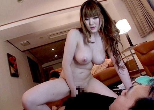 【彼氏の友達】「大丈夫、バレないよ♡」ムチムチ超乳・巨乳おっぱいのお姉さんが逆夜這い!膣内射精セックスさせてくれるw