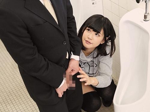 【公衆トイレ】「お掃除してあげる♡」おしっこしに来た一般男性を誘惑して膣内射精させてあげるスレンダー美乳おっぱい美少女!
