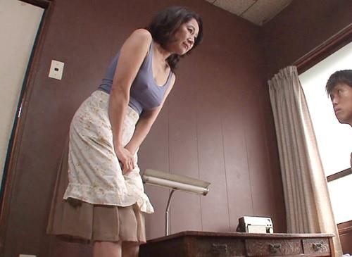 【五十路・人妻熟女】「お願い…♡」ノーパンノーブラでオナニーしてるムチムチぽっちゃり垂れ乳巨乳おっぱいおばさんと近親相姦