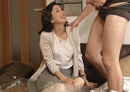 【五十路・人妻熟女】「やだぁ♡凄い大きいじゃないっ♡」ナンパしたムチムチ巨乳おっぱいのおばさんにデカチン見せつけ強制発情
