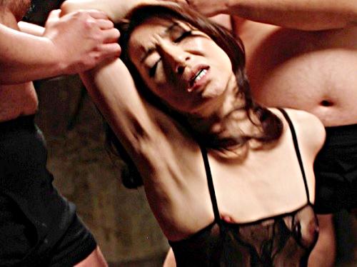 【美熟女x乱交SEX】「あぁ♡凄いっ♡汚してぇぇ♡」スレンダー美乳おっぱいの美魔女おばさんが何度も精子を注ぎ込まれる!