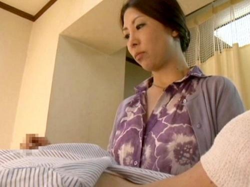 【不倫NTR】「手でしてあげるから…」入院中の夫の性処理したムチムチ巨乳おっぱい人妻熟女が帰ってから義兄と濃厚セックス!