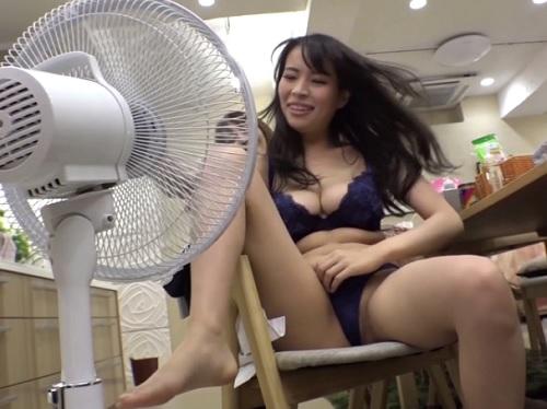 ★【痴女】「暑い~」美女ばかりのシェアハウスにエアコン修理に行ったらスレンダー巨乳おっぱいのエロいお姉さんに食べられたw