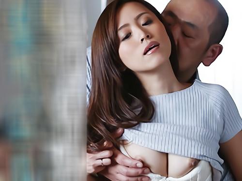 ★【人妻熟女NTR】「セックスしたいのに…♡」美人なおばさんは借金のせいで居候してるため旦那と好きなようにHできず…