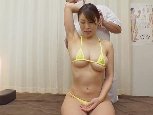 【マッサージ】「ぬ、濡れてないですぅ…♡」巨乳おっぱいで肩こりに悩む美女にエロ治療!wスレンダーな超エロい体が抜ける!