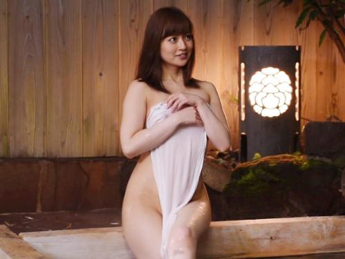 『え、私で興奮してくれたの…♡♡』スレンダー巨乳おっぱいの素人人妻熟女と王様ゲームの結果、混浴温泉で野外露出SEX!