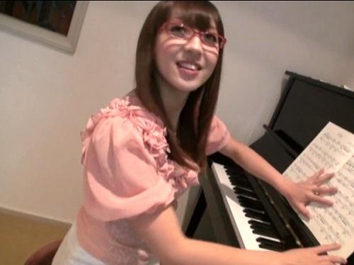 【ピアノ講師ハメ撮り】「やん♡ダメですぅ♡」でスレンダー巨乳おっぱい、ドMの痴女ギャル!スパンキングで感じる淫乱美女!