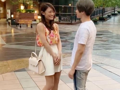 素人ナンパ「めっちゃ出てるね…♡」タイプのイケメンにイケボで囁かれスレンダー巨乳おっぱいJDが膣内射精させちゃうww