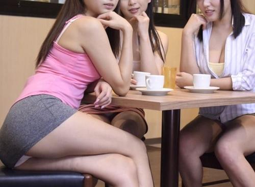 【トイレSEX】「うふふ♡興奮した?♡」喫茶店で、下ネタで盛り上がり、パンチラ誘惑してくるスレンダーな人妻と便所でヤル!