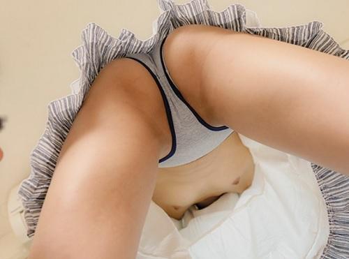 【兄妹相姦】「掃除手伝ってよ~」ゆったりワンピでパンチラ、胸チラしながら掃除してる妹がエロくて膣内射精SEXしちゃう